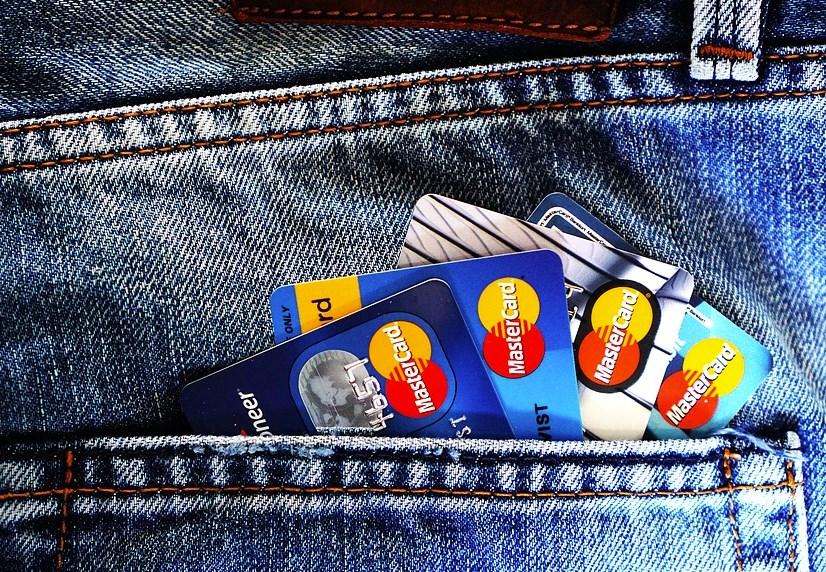 学生ですWiMAXの引き落としをクレジットカードではなくデビットカードで出来ますか?